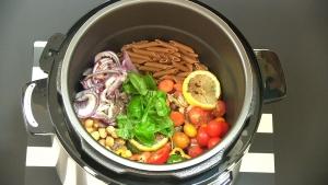 cook pasta in a pressure cooker